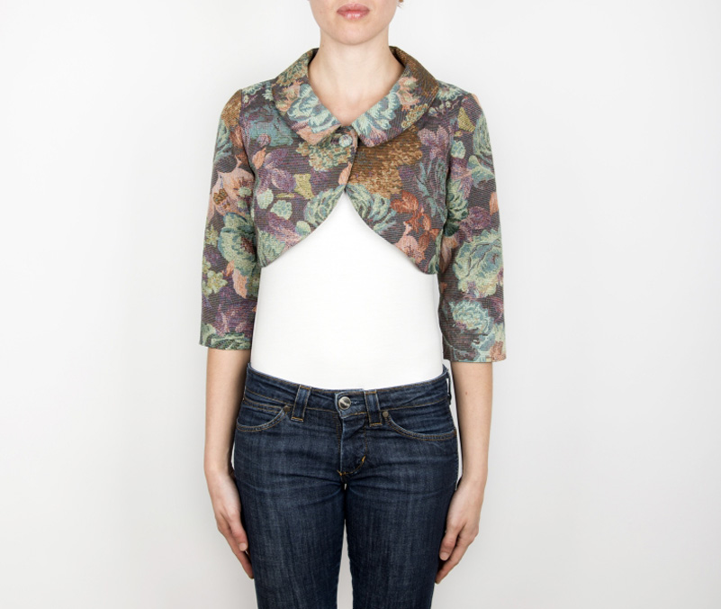 Coprispalle floreale bello l 39 abbinamento con il jeans for Classica stoffa inglese